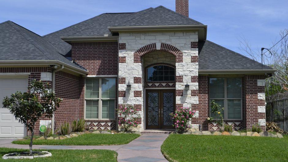 Comment bien procéder à un entretien de toiture ?
